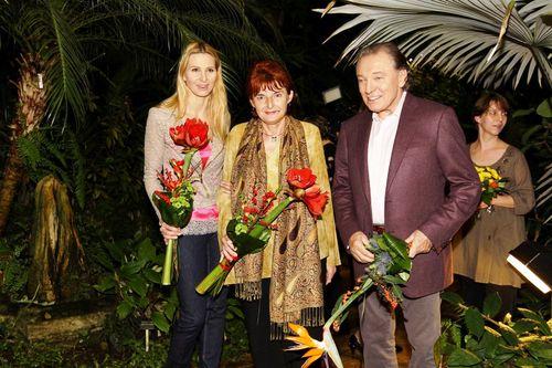 Karel Gott s manželkou Ivanou a předsedkyní FOD JUDr. Marií Vodičkovou